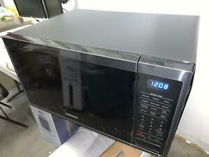 Samsung 1.4 cu ft Countertop Microwave Fingerprint Resistant READ MS14K6000AG/AA