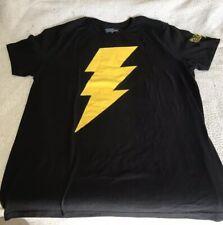 DC SHAZAM LG T-SHIRT BLACK/GOLD