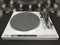Yamaha R-700 Turntable