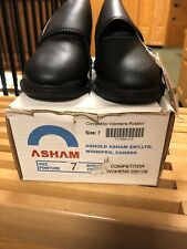 Woman's Curling Shoes Brand New Size 7