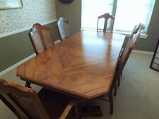 Beautiful 9 Piece Oak And Dining Room Table And China Cabinet