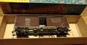Vintage Roundhouse HO Gauge Milwaukee Rd Die Cast Box Car Missing 1 door