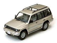 1:18 Mitsubishi Pajero LWB 1998 1/18 • SUNSTAR 1227