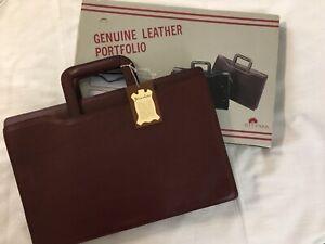 """NIB -  Montgomery Ward Burgundy Leather Briefcase Bag (16.5"""" x 11 x 2.75"""""""")"""
