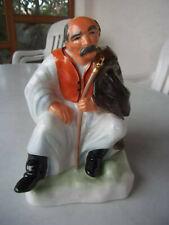alte Porzellanfigur Ungarn sitzender Schäfer Hirte, Marke Aquingum Pudapest Top