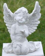 Statue ange agenouillé, demandant la grace en pierre reconstituée, blanche