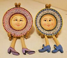 Set of 2 Face Plate on Stand Shelf Sitters