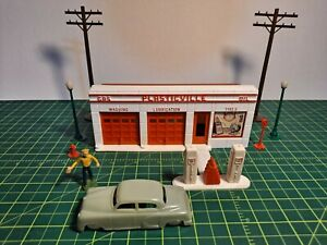 VINTAGE PLASTICVILLE SMALL GAS STATION (GO-2), EXTRAS