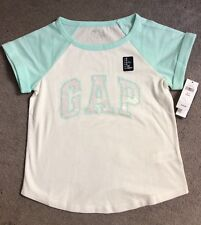 GAP T.SHIRT IN PALE GREEN & WHITE WITH GAP LOGO IN WHITE SEQUINS - AGE 4-5y BNWT