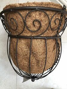 "Laura Ashley "" TULIP"" hanging Basket Bnwt"