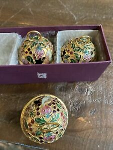 """Christmas Ornament Cloisonné Type Holly Gold Toned Resin Round Ball, 4"""" Set Of 3"""