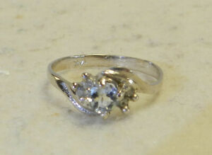 #J25 14kt White Gold Ring Size 6 1.6 Grams Total Weight Small Secondary Diamonds