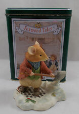 Villeroy & and Boch CHRISTMAS AT FOXWOOD TALES Making Way For Santa FT18 - BL098