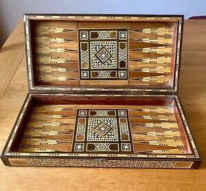 Ancien Jeu de Backgammon et Jeu de Dames avec Belle Marqueterie