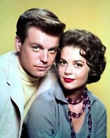 ROBERT WAGNER AND NATALIE WOOD - 8X10 PUBLICITY PHOTO (CC797)