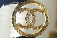 One Chanel button 1 pieces  cc logo size 1,5 inch   emblem