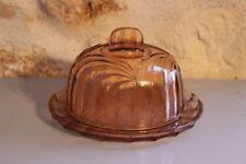 Ancienne cloche à fromage ou Beurre - En verre épais - Moulé - Rose avec plateau