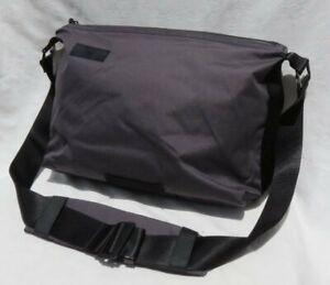 TIMBUK2 Gray Lightweight Laptop Messenger Crossbody Shoulder Bag Zip Top MINT
