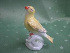 Wunderschöne Meissen Figur als Vogel auf Felsen