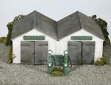 Wills SS12 Station Garage 1/76 Scale = 00 Gauge Plastic Lineside Kit - 1st Post
