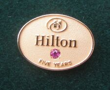 HILTON HOTEL EMPLOYEE SERVICE PIN 5 YEARS SERVICE GF GOLD & SYN RUBY