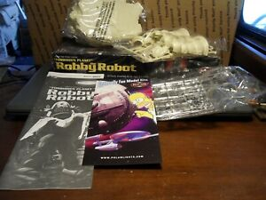 "POLAR LIGHTS MODEL KIT ""FORBIDDEN PLANET"" ROBBY THE ROBOT KIT #5025 SEALED PARTS"