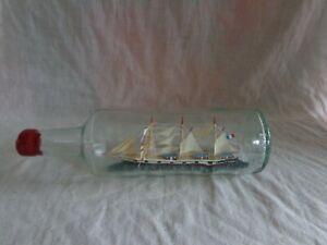 Ancienne BOUTEILLE en verre avec un BATEAU 3 mats à l'intérieur BERGER France