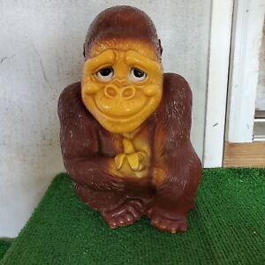 """1971 NEW YORK VINYL Co Piggy Bank GORILLA Eating BANANA Monkey Ape Plastic 12½"""""""