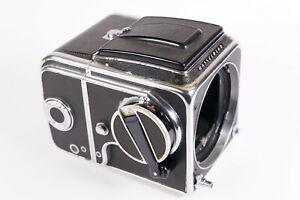 Hasselblad 500 C Kamera mit Lichtschachtsucher und Filmmagazin SN: TH 46767