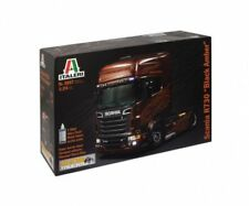 Modellini statici di auto, furgoni e camion neri con scatola chiusa in plastica