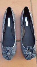 ZENSU JOLLIE Ladies Flower Stripe Grey Silver Leather Flats Size: 7 EUC