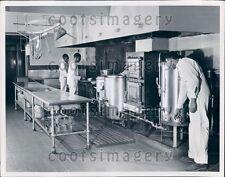 Prisoners Working in Jefferson County Jail Kitchen Alabama Press Photo