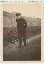 (F2660) Orig. Foto Wehrmacht-Soldat macht faxen, 1933-45