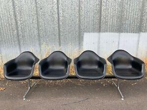 Vintage Herman Miller Tandem Shell 4-Seat Bench Charles & Ray Eames Black White