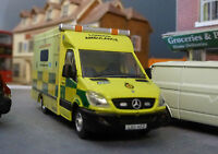 1:76 HO/OO/00 Mercedes Sprinter London Ambulance LAS Model Bachmann Station