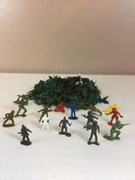 Lot of 150 Plastic Army Men Playset Figures Green Gray war games