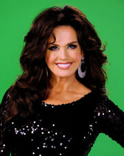 Marie Osmond UNSIGNED photo - K9500 - American singer, actress and doll designer