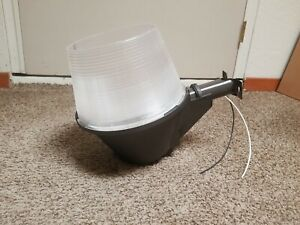 VINTAGE AMERICAN ELECTRIC LIGHTING HIGH POWER YARD LIGHT