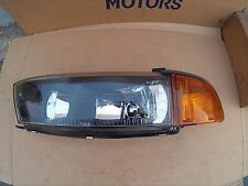 Faro delantero -- MR325943 -- Headlight.