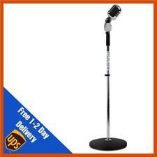 Argent rétro base ronde mic stand avec 50s style microphone dynamique musicien gig