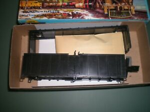 Athearn HO scale Undecorated 40'  Reefer, New In Box