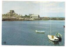 barfleur , le port , l'église et le canot de sauvetage
