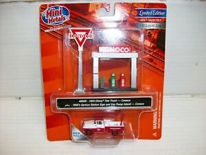 Ho Scale CMW 1955 Chevy Tow Truck w/Station Sign & Gas Pump Island (Conoco)