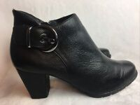 Clarks Artisan Women's Size 7.5 M Booties Ankle Boots Black Leather Side Zip