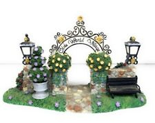PartyLite Olde World Village The Village Entrance Arch Way w Lamp Posts - As Is