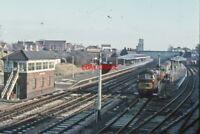 PHOTO  CLASS 52 WESTERN LOCO PASSING NEWBURY WEST  SIGNAL BOX 1964