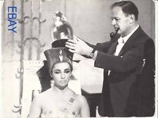 Joseph Mankiewicz Elizabeth Taylor VINTAGE Photo Cleopatra candid on set