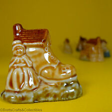 Wade Whimsies (1971/79) Nursery Rhymes Series -#12 Old Woman who lived in a Shoe