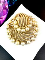 CROWN TRIFARI GOLD-TONE ROPE DESIGN FAUX PEARL CRYSTAL RHINESTONE SWIRL BROOCH