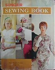 1961 SINGER SEWING BOOK (SINGER SEWING MACHINE COMPANY